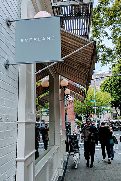 An Everlane store tucked away on a busy block in Soho, NYC